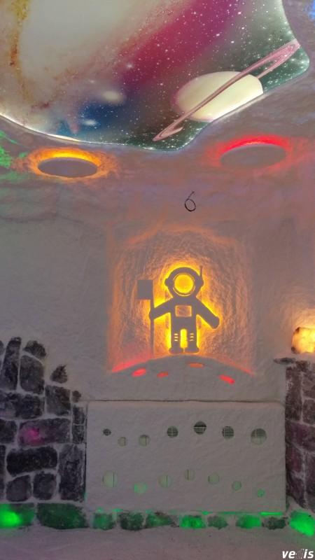 Новый тренд в дизайне соляных комнат — барельефы с подсветкой